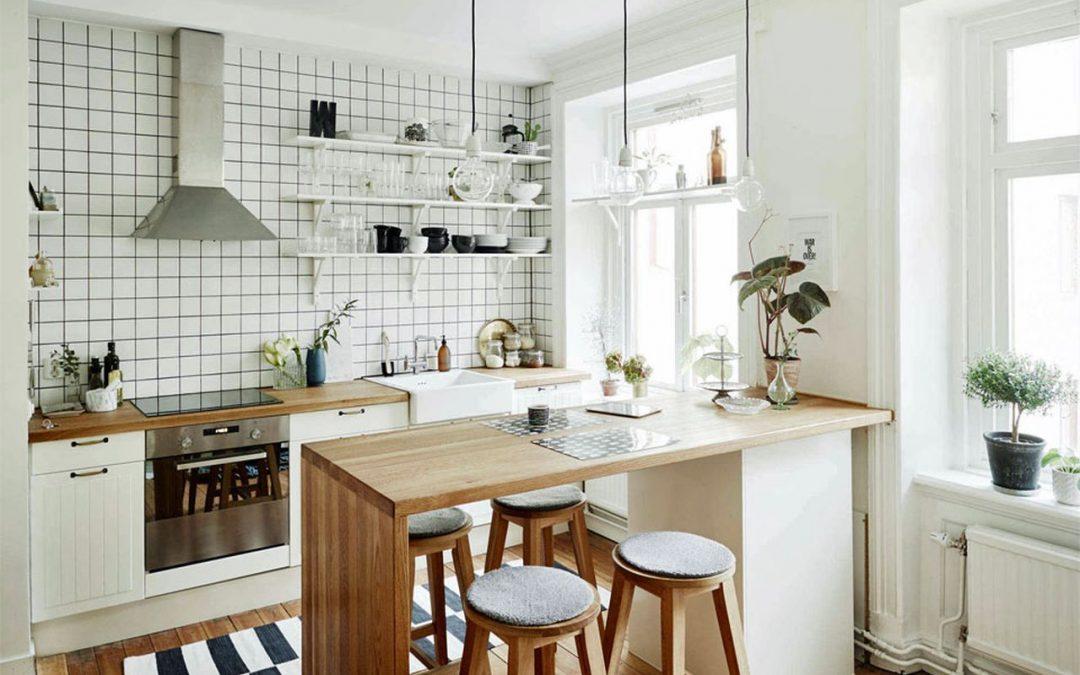 Ahorra espacio… ¡Una barra en la cocina!